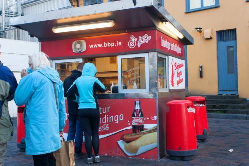 Reykjavík - berühmter Wurststand